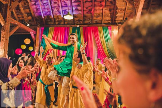 Mehndi Wedding Dance : Watch sharmila farooqui s wedding mehndi dance video dfny