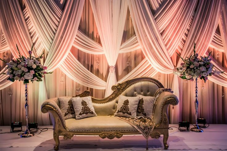 Three decor ideas for wedding stage shadi tayari pakistans three decor ideas for wedding stage junglespirit Images