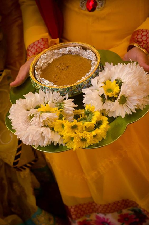 Mehndi Flower Arrangements : Mesmerizing ways to decorate mehndi thaal shadi