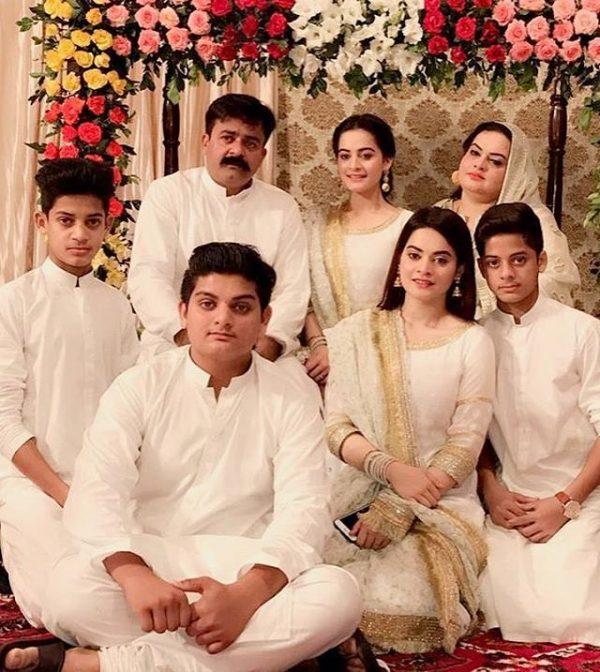 aiman khan and muneeb butt got engaged shadi tayari  aiman dholki 4 600x672
