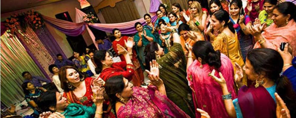 10 TYPES OF GUESTS YOU'LL FIND AT EVERY DESI WEDDING - Shadi