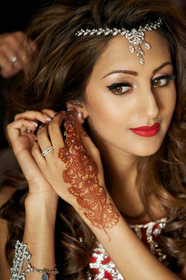 10 WAYS YOU CAN WEAR A MATHA PATTI - Shadi Tayari