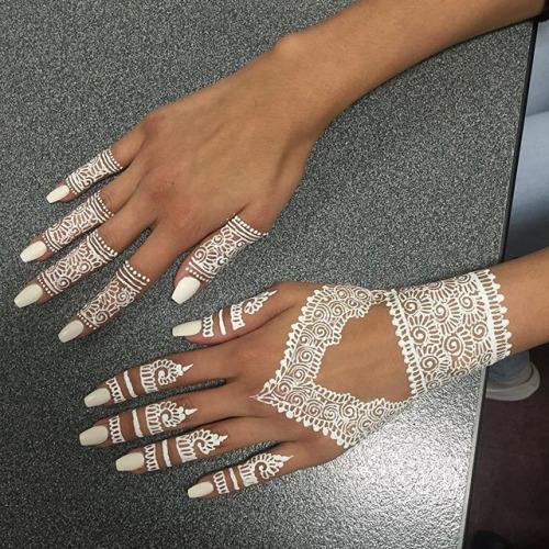 White acrylic nails tumblr